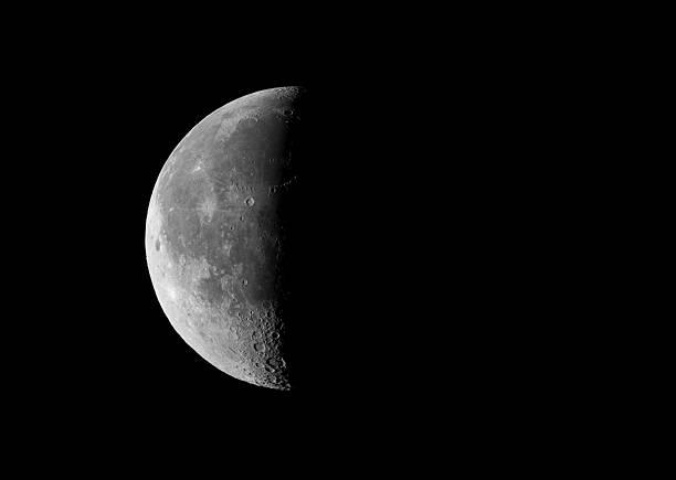 ultimo trimestre - luna gibbosa foto e immagini stock