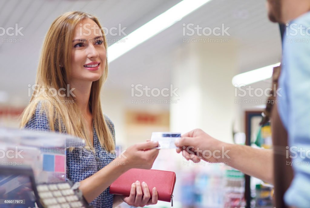 Last step of the shopping is payment - foto de acervo