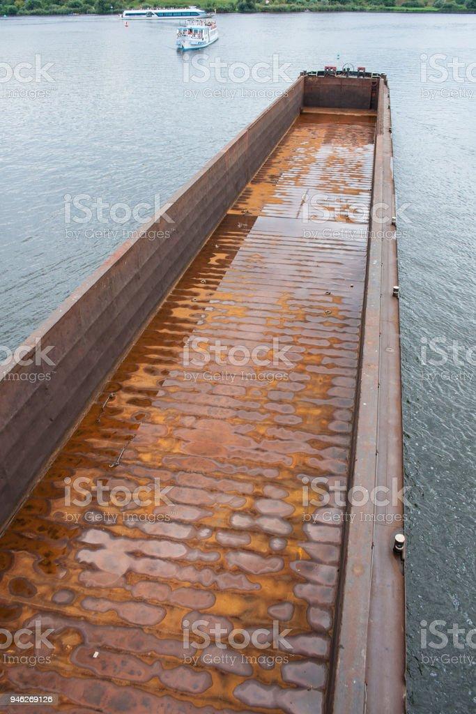 Lastkahn im Kanal stock photo