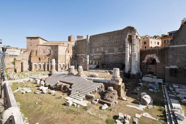 lateral view of foro di augusto - roma foto e immagini stock