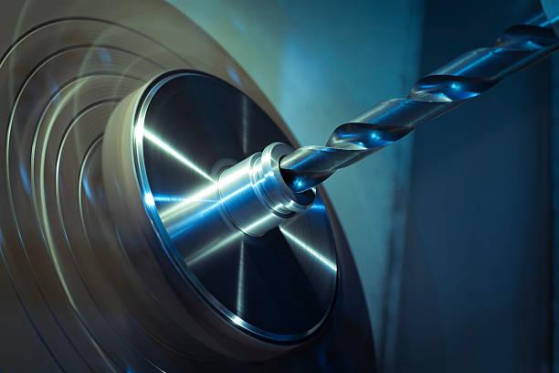 CNC Drehmaschine Bohrlärm. – Foto