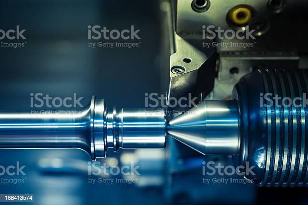 Cnc Drehmaschine Verarbeitung Stockfoto und mehr Bilder von CNC-Maschine