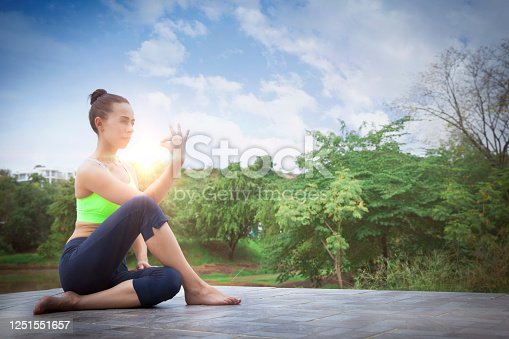 Latin american young woman practicing yoga con a sunny and beautiful day - Lifestyles
