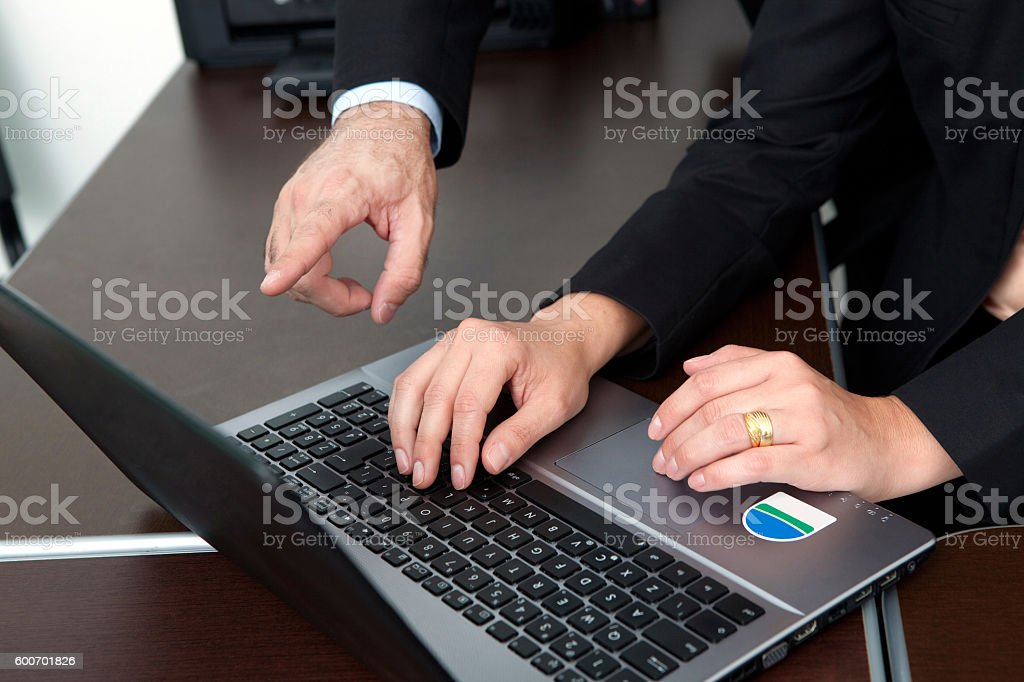 Latin Businesswoman at Coach Meeting using laptop foto royalty-free
