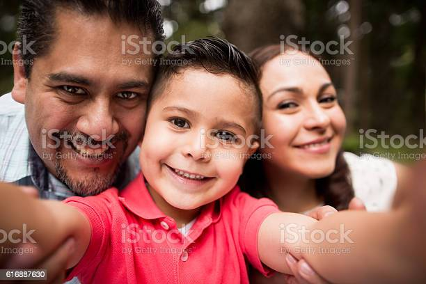 Latin family taking a selfie and smiling at camera picture id616887630?b=1&k=6&m=616887630&s=612x612&h=33h60gjat8ktdyartvw3zckgmv01xbjv3udlxpe5lwu=