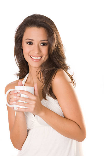 latin mujer con una taza de café - mujeres dominicanas fotografías e imágenes de stock