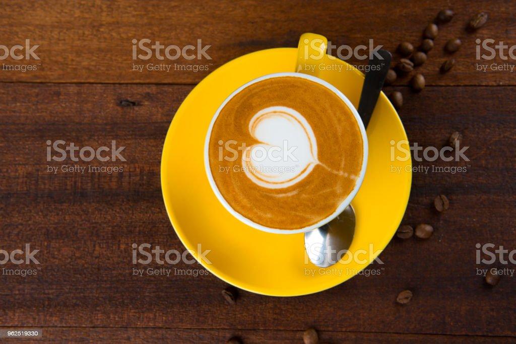arte de café com leite com fundo de madeira - Foto de stock de Amor royalty-free