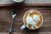 コーヒー カフェラテ アート: 歩く子猫