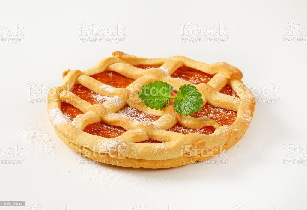 Enrejado rematado tarta de fruta (crostata) - foto de stock