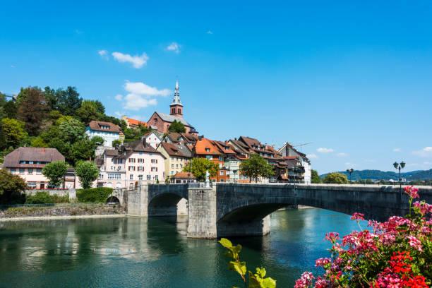 laufenburg in baden-württemberg auf der rhein river, deutschland - rhein stock-fotos und bilder