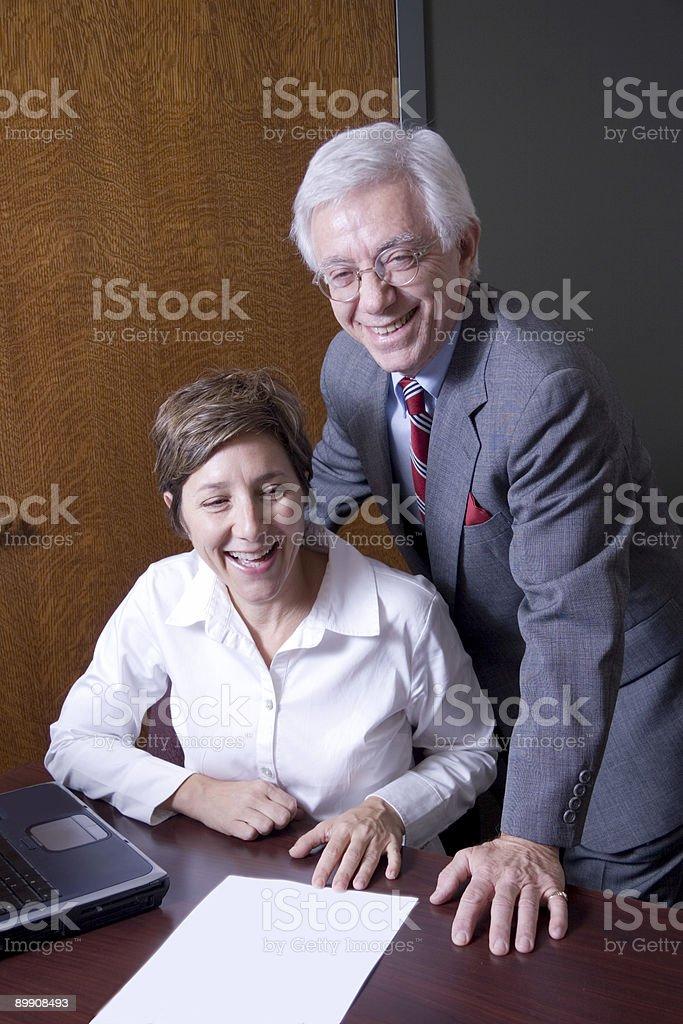 Riendo en el trabajo foto de stock libre de derechos