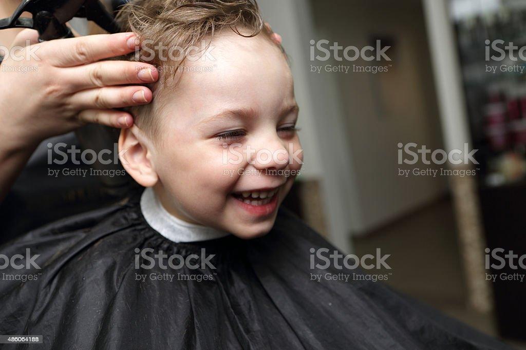 Lachen junge Im Friseur - Lizenzfrei 2015 Stock-Foto