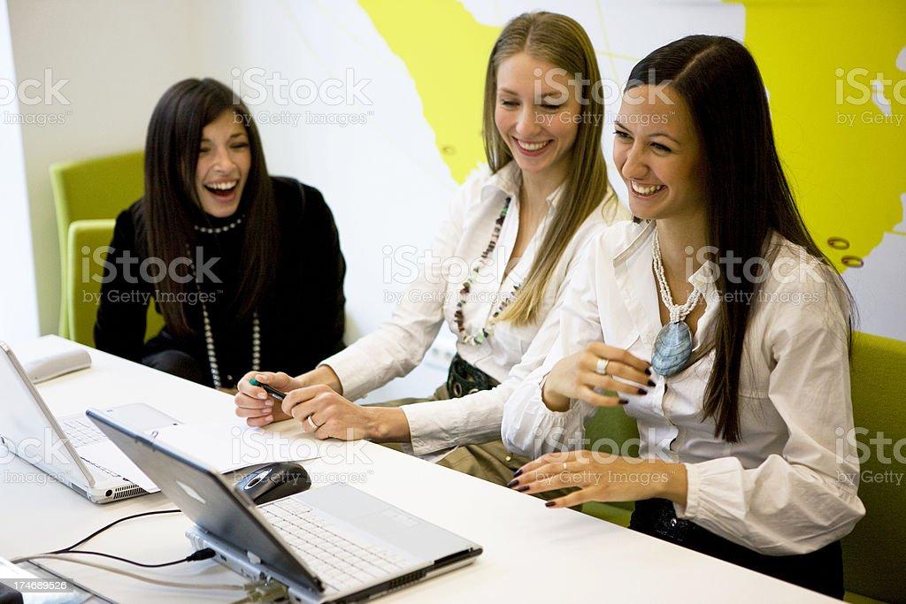 Rindo Businesswomen - foto de acervo