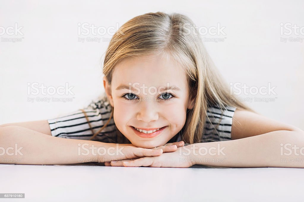 Laughing girl lying on the floor – Foto