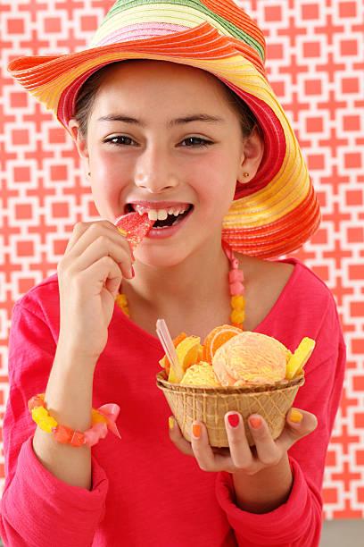 menina rir - nails ice cream imagens e fotografias de stock