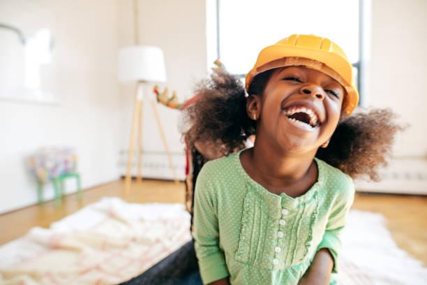 lachen mädchen - mädchen wochenende stock-fotos und bilder