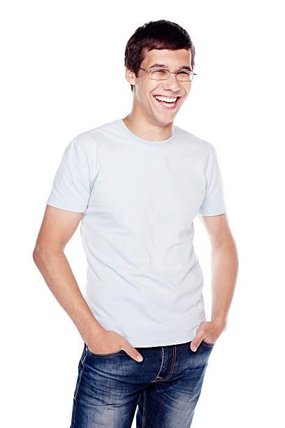 lachen mann mit händen in den taschen - geek t shirts stock-fotos und bilder