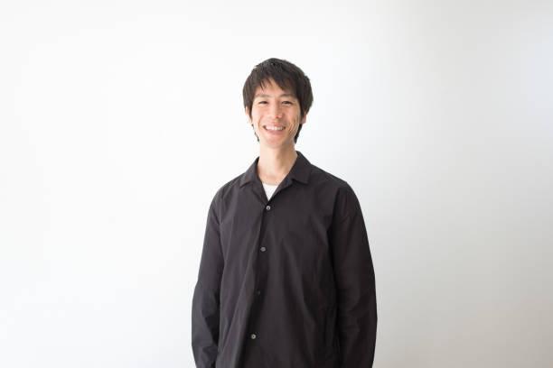 白い背景の笑い男 - スタジオ 日本人 ストックフォトと画像