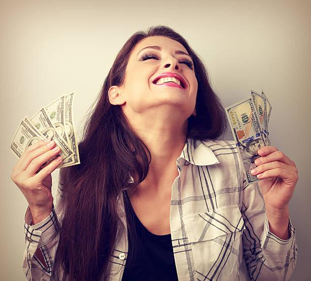 Картинки по запросу деньги в руках девушки