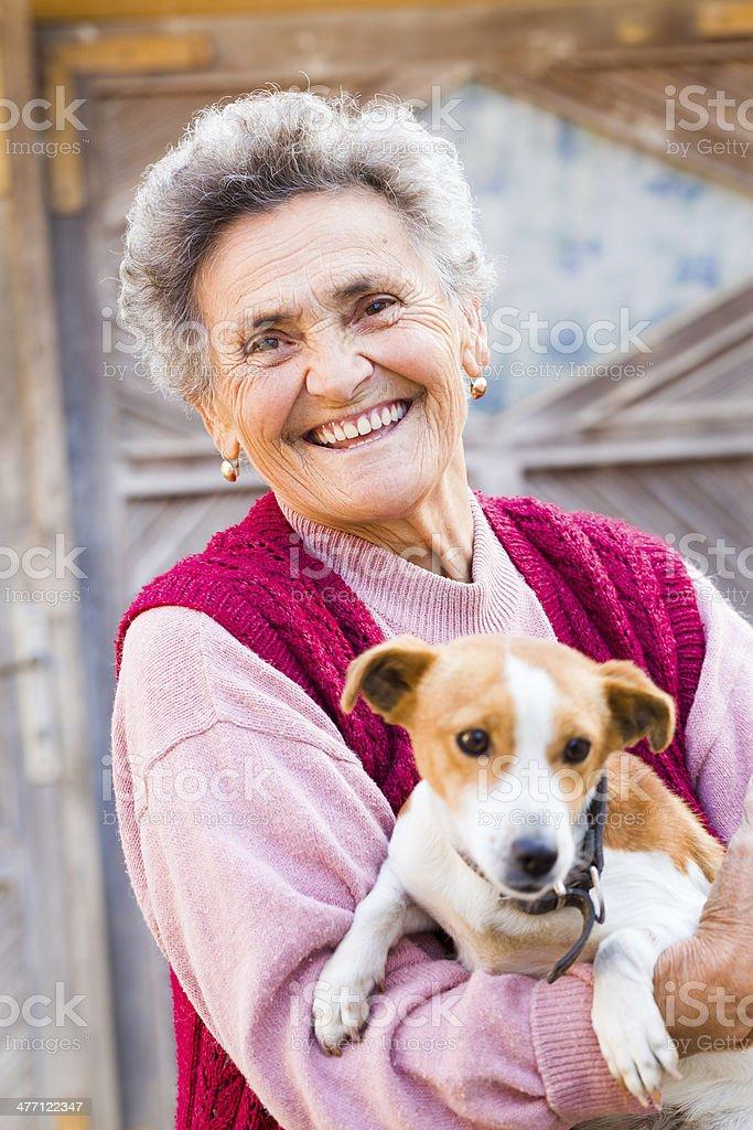 Lachen Frau mit Hund – Foto