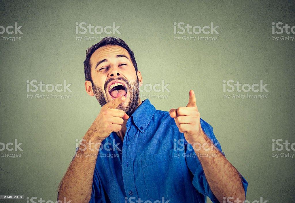 笑う若い男性 - 笑うのロイヤリティフリーストックフォト