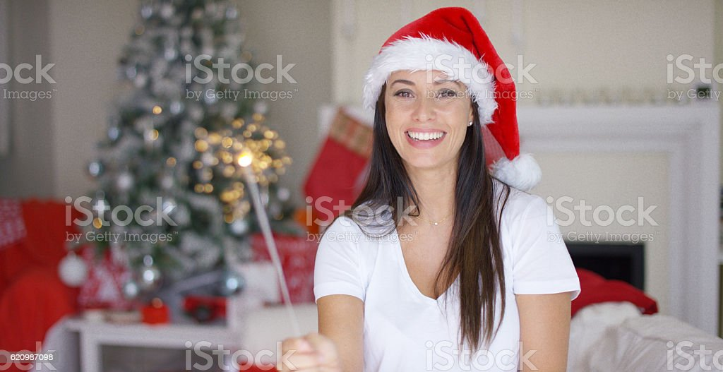 Laughing young woman burning an Xmas sparkler foto royalty-free