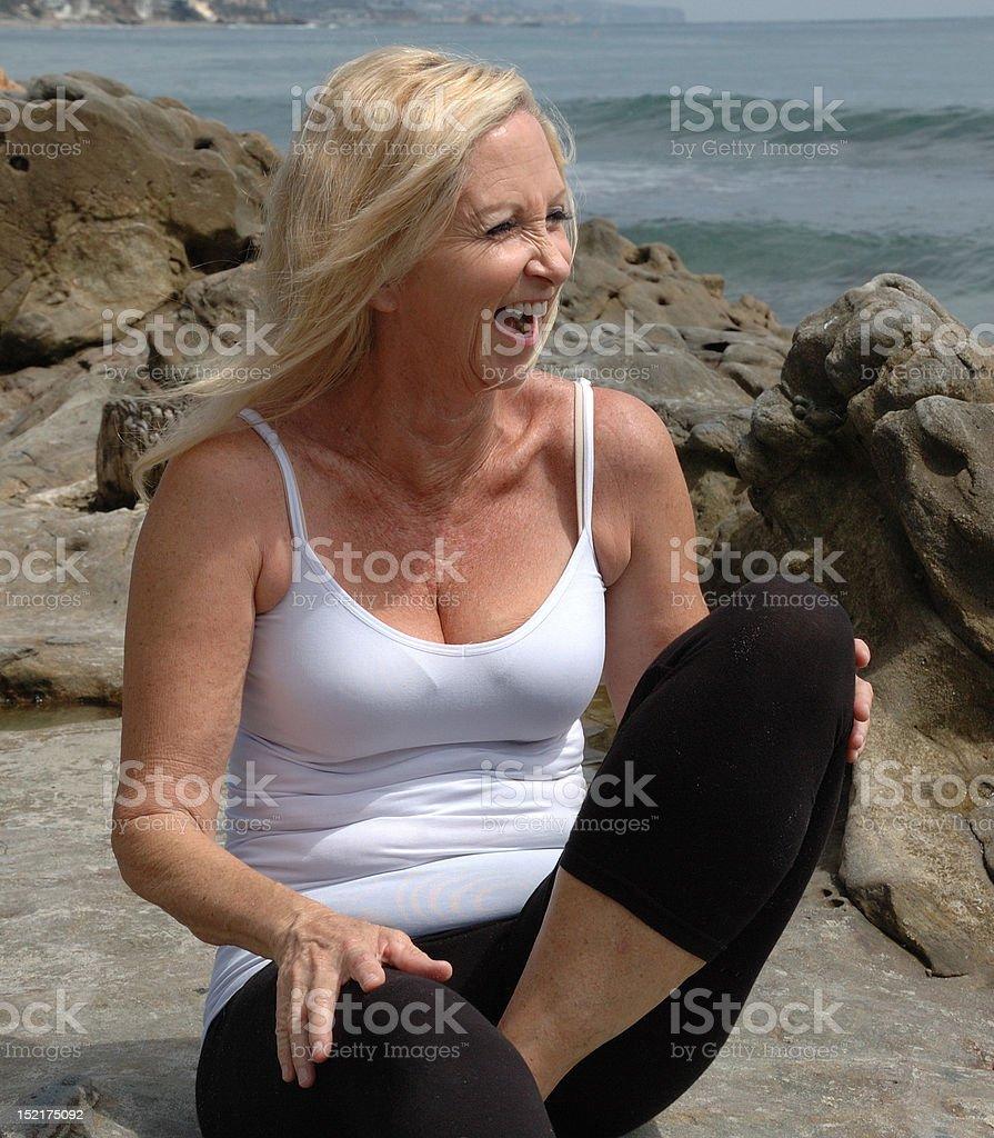 巨乳な高齢女性の写真