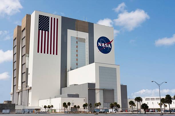 nasa einführung kontrolle im kennedy space center, cape canaveral - kennedy space center stock-fotos und bilder