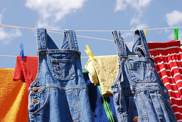 wäscherei tag - horizontal gestreiften vorhängen stock-fotos und bilder