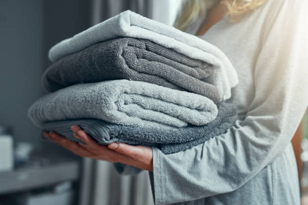 wäscherei tag - hausmittel gegen falten stock-fotos und bilder