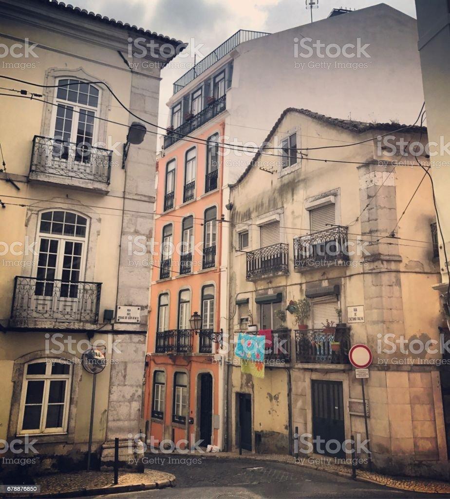Blanchisserie, accroché à l'extérieur de bâtiments résidentiels, Lisbonne, Portugal photo libre de droits