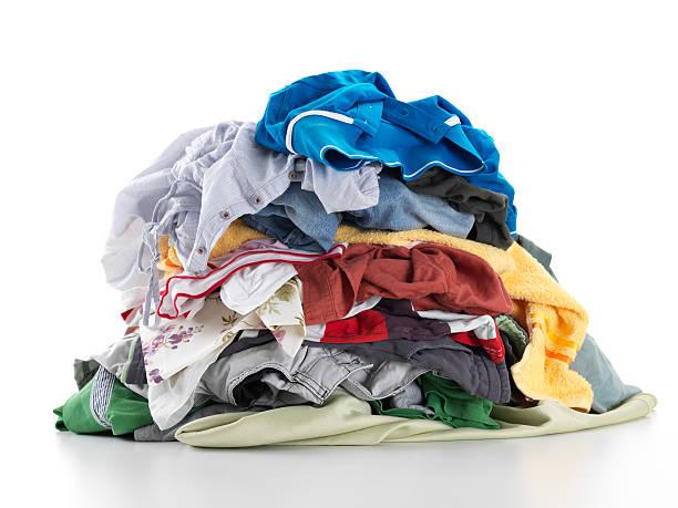 wäscherei im haus - haufen stock-fotos und bilder