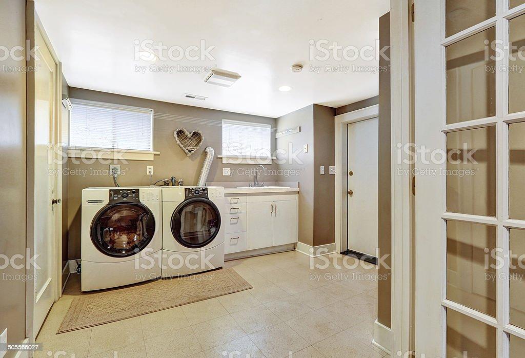 Wäscherei Einrichtung in Grau – Foto
