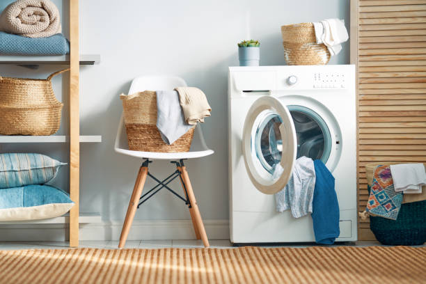 ランドリールーム (洗濯機付) - 家事 ストックフォトと画像