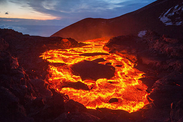 lava lake The lava lake of a volcanic eruption on Kamchatka volcano stock pictures, royalty-free photos & images