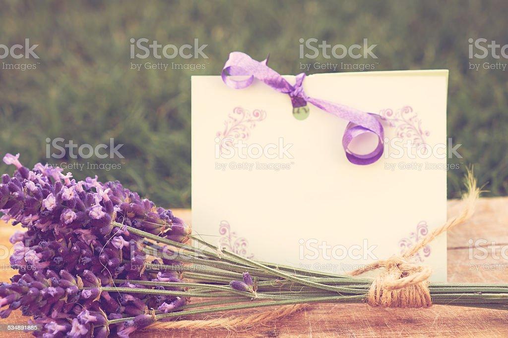 Lavendel und Grußkarte – Foto