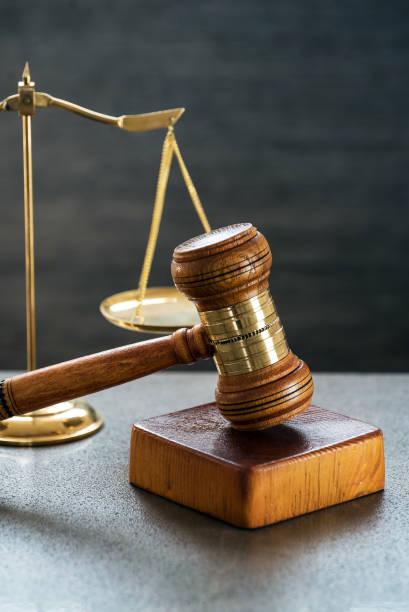 Ley y justicia concepto de imagen, Fondo de piedra gris - foto de stock