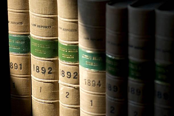 old ley libros - biblioteca de derecho fotografías e imágenes de stock