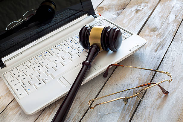 Law concept. Close up of judge gavel and laptop – Foto