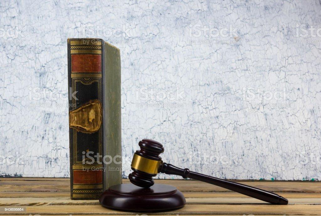 Fotografía de Concepto De Derecho Libro De La Ley Abierta Con Un ...