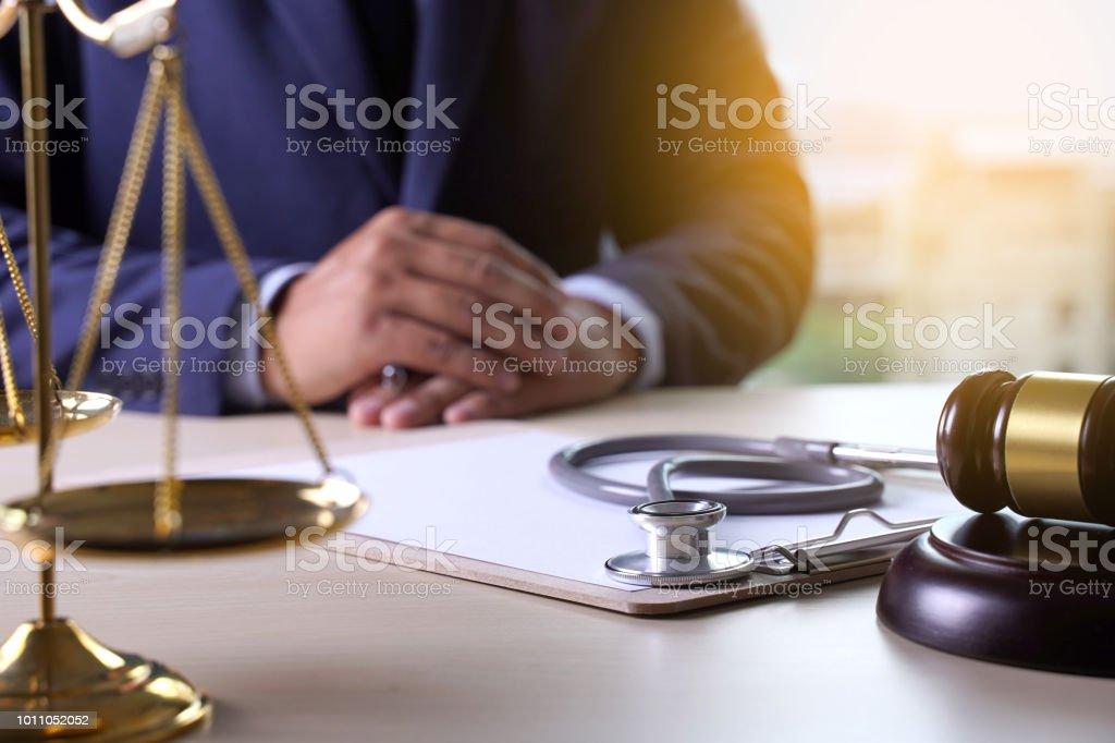 Kollisionsnormen Hammer Stethoskop Healthcare-Geschäft – Foto