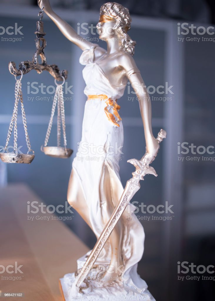 Law office legal justice statue of blind goddess Themis with scales in lawyers office. - Zbiór zdjęć royalty-free (Autorytet)