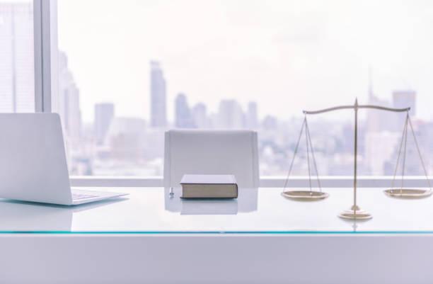 bureau juridische zaken - advocaat juridisch beroep stockfoto's en -beelden