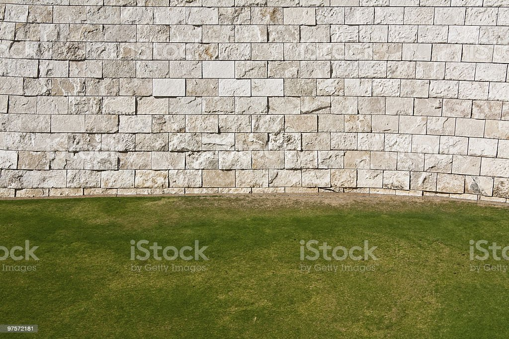 Pelouse et mur photo libre de droits