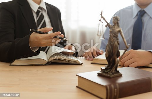 istock lawyer and client 899023642