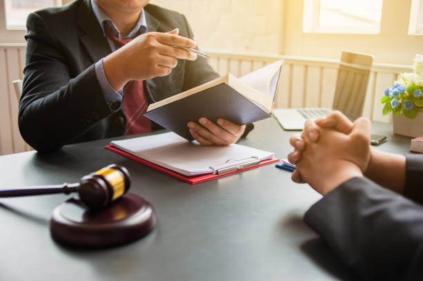 Lawyer are currently providing legal advice to clients.Legal planning Lawyer are currently providing legal advice to clients.Legal planning bankruptcy stock pictures, royalty-free photos & images