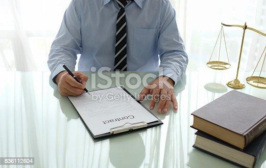 659493026istockphoto lawyer contract 836112604