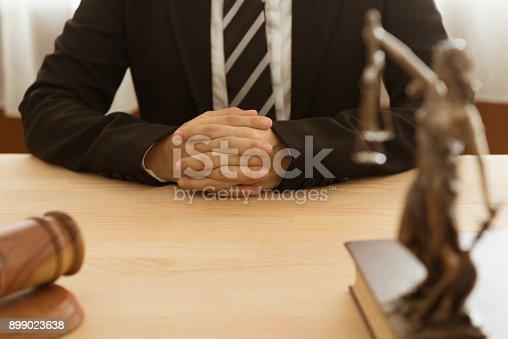 istock lawyer 899023638