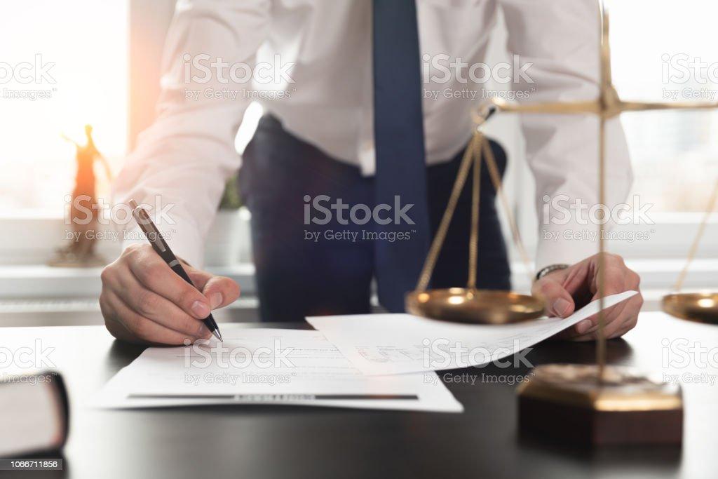 문서 작업 하는 변호사. 정의 개념입니다. - 로열티 프리 개념 스톡 사진