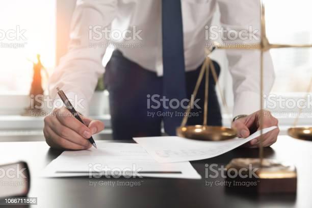 문서 작업 하는 변호사 정의 개념입니다 개념에 대한 스톡 사진 및 기타 이미지